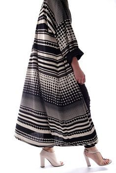 #abaya #caftan #kaftan #bisht #islamicdress #arab For more abaya & caftan inspiration please visit my page: www.pinterest.com/santanadxb/abayas-bishts-kaftans-jalabiyas/