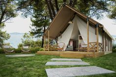 This tent looks just amazing in this natural surroundings! #nature #glamping #tent