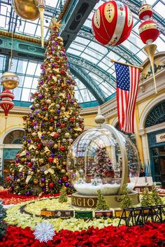 Christmas at the Bellagio Hotel in Las Vegas 12/21/2014  - See more at: http://www.wanderingsearching.com/chihuly-ceiling/#sthash.MNRIvYDT.dpuf