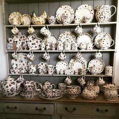 Serious dresser envy! Spring 2017 patterns at Bampton today, so many beautiful things to choose from  #emmabridgewater #emma_bridgewater #sampleday #sampleday2016 #bampton #dresser #dresserenvy #spring2017
