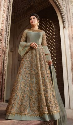 Pista green heavy embroidered anarkali suit online which is crafted from net fabric with exclusive embroidery and zari. This stunning designer anarkali suit comes with banglori bottom and net dupatta. Long Choli Lehenga, Lehenga Suit, Lehenga Style, Silk Lehenga, Ghagra Choli, Costumes Anarkali, Anarkali Dress, Designer Anarkali, Indian Gowns
