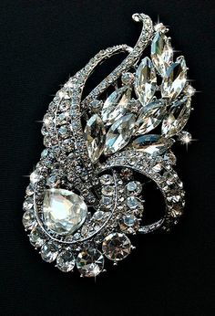 SALE! Vintage brooch,silver metal. cubic zirconia stones, Gift Brooch decoration, jewelry, holiday, wedding brooch bouquet, clear crystals