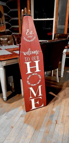 Vintage Welcome Sign Painted Ironing Board, Antique Ironing Boards, Wood Ironing Boards, Barn Wood Projects, Diy Projects, Crafts To Do, Fall Crafts, Washboard Decor, Indoor Crafts
