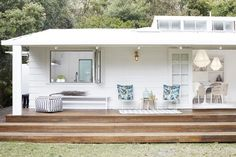 Bonnie from Three Birds Renovations fully restyled the Pearl Beach House using only products from Zanui! In this picture, the outdoor space. House Design, House, Beach House, House Exterior, Cottage Decor, Beach Shack, Renovations, Beach Cottage Decor, Three Birds Renovations