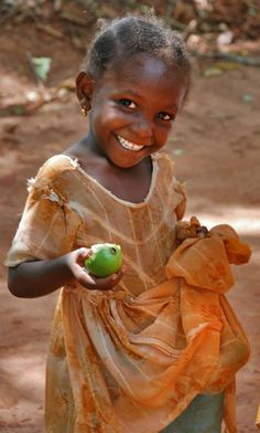 A makeshift apple carrier...look at that smile!!!