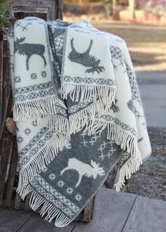 Home Decor, Home Accessories. The moose blanket is a perfect jazz up for your deco, for cozy snuggling in the cold winter evening, or just to add extra warmth on your bed. Hunting Lodge Decor, Linen Bedding, Bed Linens, Cozy Blankets, Wool Blanket, Warm And Cozy, Decorating Your Home, Cosy, Knitting