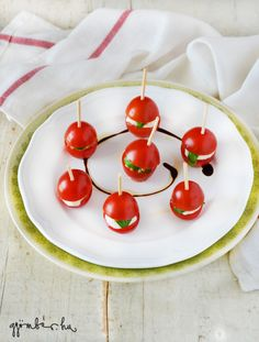 Mini caprese salad: tomato, mozzarella, basil on a plate with extra virgin olive oil and balsamic vinegar. Tomato Mozzarella, Balsamic Vinegar, Caprese Salad, Superfood, Olive Oil, Basil, Cherry, Plates, Healthy Recipes
