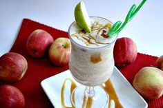 Caramel Apple Smoothies made with an apple, frozen apple juice concentrate, caramel & ice cubes is a fantastic, easy fall treat. Add yogurt for a creamier smoothie! Apple Smoothie Recipes, Apple Recipes Easy, Apple Smoothies, Unique Recipes, Apple Snacks, Apple Desserts, Food Crush, Clean Eating Snacks, Caramel Apples