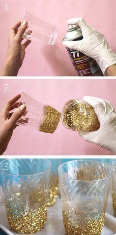 DIY vasos con purpurina para Baby shower blanco y dorado