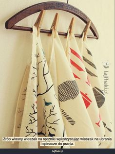 Create your own tea towels with this very easy diy! You only need fabric markers, and some ikea fabric. Perfect as a gift or a craft to do with the kids! Craft Gifts, Diy Gifts, Diy Kitchen Accessories, Fabric Markers, How To Make Diy, Diy Weihnachten, Crafty Craft, Diy Christmas Gifts, Diy Projects To Try