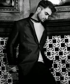 'Hero of the Heart': Daniel Radcliffe para Essential Homme Agosto/Septiembre 2014