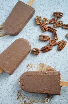 Saludables polos cremosos de chocolate
