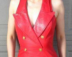 Etsy :: Jouw platform voor het kopen en verkopen van handgemaakte items Leather Jacket Dress, Red Leather, Blazer, Trending Outfits, Lady, Womens Fashion, Unique, Jackets, Clothes