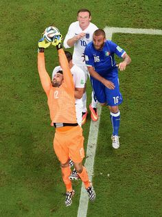 Salvatore Sirigu of Italy reaches for the ball as Daniele De Rossi and Wayne Rooney of England move behind him during the 2014 FIFA World Cup Brazil Group D match between England and Italy at Arena Amazonia on June 14, 2014 in Manaus, Brazil.