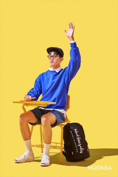 An idea for how to show the students in class but with a colourful twist (primary colours) Action Pose Reference, Human Poses Reference, Pose Reference Photo, Body Reference, Art Poses, Drawing Hair, Drawing Tips, Mode Masculine, Modeling Poses