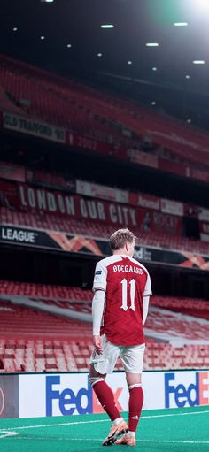 Arsenal Football, Arsenal Fc, Football Players, Real Madrid Logo Wallpapers, Sports, Jackets, Elegance Fashion, Hs Sports, Down Jackets