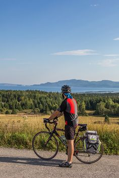 Routes for all types of cyclists!  Whether you are enthusiastic about family biking, bicycle touring, cyclosports, mountain biking, or fatbikes, the Gaspésie has a route for you! Nearly twenty recreational cycling paths are found throughout the region. Paved, dirt, or gravel trails are perfect for a family outing. Fat Bike, Family Outing, Mountain Biking, The Twenties, Touring, Paths, Cycling, Images, Bicycle