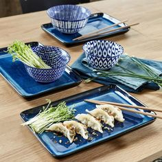 soldes hiver 2020 chez la redoute collection vaisselle bleue moderne japonaise Sushi, Clem, Garlic Press, Dishes, Kitchen, Indigo, Collection, Art, Japanese Kitchen