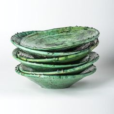 Visit the YEMNA STORE and discover our selection of handmade Deep Green Tamegroute dishes. Choose your plates and put a new green touch to your lunches. Glazes For Pottery, Ceramic Pottery, Clay Clay, Green Plates, New Green, Marrakech, Bowl Set, Candlesticks, Color Patterns
