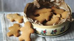 A great thing to make at Christmas, these simple biscuits look impressive hanging from the Christmas tree.