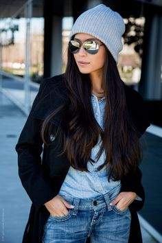 Beanie and Aviators Outfit - Stylishlyme Winter Essentials, Grey Beanie Outfit, Jeans Skinny Azul, Look Jean, Blue Denim Shirt, Cozy Winter Outfits, Looks Black, Cold Weather Fashion, Slouchy Beanie