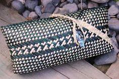 SK026 - Clutch Purse Kete - Black/Natural - MAORI > Maori gifts, Maori Clothing & Maori Jewellery online @ ITI GIFTS Flax Weaving, Basket Weaving, New Zealand Jewellery, Maori Designs, Maori Art, Moana, Kite, Clutch Purse, Arts And Crafts