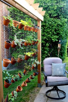 Planter Wall: 12+ Awesome Ideas Planter Wall; A creative Designs Example http://freshouz.com/planter-wall-a-creative-designs/