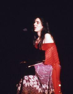 """ Color slides of Laura Nyro at the Seattle Opera House April "" Laura Nyro, Nana Mouskouri, Carole King, Joan Baez, Seventies Fashion, Damsel In Distress, Janis Joplin, Blues Music, Single Women"