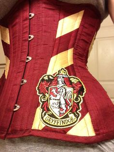 Hogwarts School corset - this one is for Gryffindor, but they have the other houses as well. I want the Ravenclaw! Steampunk, Harry Potter Love, Culottes, Waist Training, Slytherin, Geek Chic, Looks Cool, Cool Outfits, Geek Stuff