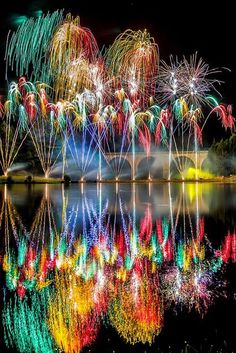 Saint-Yrieix-la-Perche in France fireworks! Reflections of the fireworks on the water! Colors Of The World, Beautiful World, Beautiful Places, Street Photography, Art Photography, Fireworks Photography, Reflection Photography, Night Photography, Fire Works