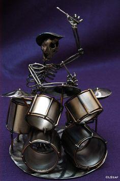 Caveira baterista de banda de rock