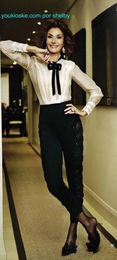 Nati Abascal de Oscar de la Renta Richard Avedon, Fashion Models, Fashion Outfits, Womens Fashion, Bold And The Beautiful, Ageless Beauty, Colored Pants, Parisian Style, White Fashion