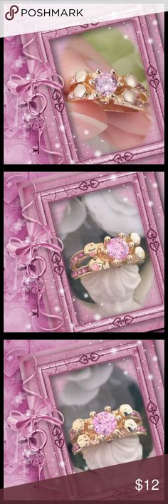 🌺🌴🌺 PRETTY LIGHT PINK AND GOLD RING. 🌺🌴🌺 🌺🌴🌺 This pleasing ring is gold plated and has a a mid size stone.  The sides split into two rows with pink crystal rhinestones.  Nice everyday ring or one to match your outfit. 🌺🌴🌺 Jewelry Rings