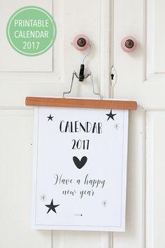 De printable kalender 2017: een cadeautje om het jaar goed mee te beginnen. Download alle 12 maanden en een voorblad, en je bent klaar voor een nieuw jaar!