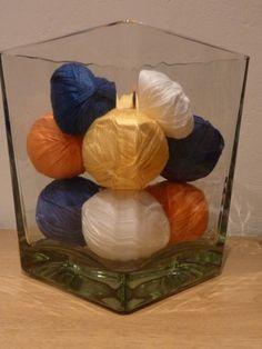 kleurtjes toevoegingen in je woonkamer. Katoen rond isomobollen en/of hartjes. Om de zoveel tijd wissel ik van kleuren.
