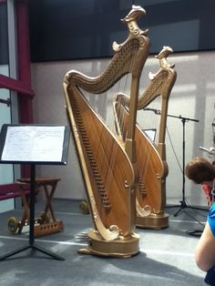 This is the modern version of Konghou, Chinese harp. Although it shares the same features with Western harp, but it only plays Chinese traditional music.