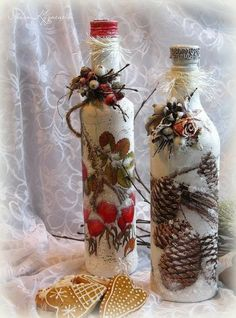 Recycled Glass Bottles, Glass Bottle Crafts, Wine Bottle Art, Painted Wine Bottles, Painted Jars, Diy Bottle, Diy And Crafts, Christmas Crafts, Wine Glass Candle Holder