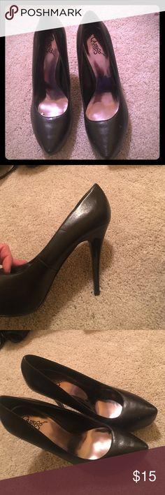 Black pointy toe platforms Carlos Santana size 9 Black stiletto pointy pumps from Carlos Santana shoes Carlos Santana Shoes Heels