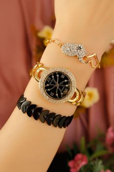 Sarı Kaplama Metal Kordonlu Bayan Saat ve Bileklik Kombini ile şık ve havalı bir tasarıma sahip olun. Vazgeçilmez aksesuarlarınız arasında yerini alıcak bu kombinli saat ile her zaman şık olucaksınız