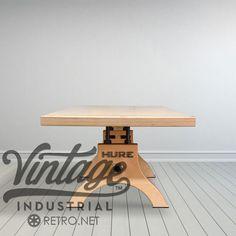 Plywood-Hure-gray-room-1900