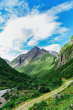 Driving Through The Absolutely Stunning Norangsdalen Valley In Norway - Hand…