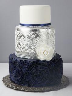 Midnight Blue Wedding Cake Source by dsayarer Trendy Wedding, Gold Wedding, Wedding Flowers, Wedding Bouquets, Navy Wedding Cakes, Midnight Wedding, Wedding Centerpieces, Wedding White, Blue Silver Weddings