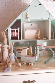 Like the tabletop idea and love the furniture maileg Maileg Bunny, Deco Kids, Vibeke Design, Little Girl Rooms, Kid Spaces, Play Houses, Doll Houses, Doll Toys, Barbie Dolls