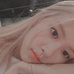 재로제 ❛Dad, the fact is. you're never have time for me. Rose Icon, Hair Icon, Bts Aesthetic Pictures, Blackpink Photos, Phone Wallpaper Quotes, Magic Hair, Park Chaeyoung, K Idol, Asia Girl