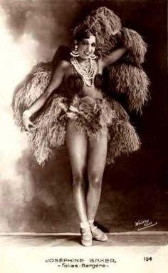 Josephine Baker in feathers