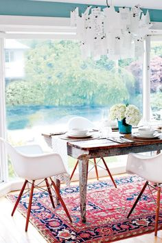 A CUP OF JO: Home inspiration: Pink and red rugs