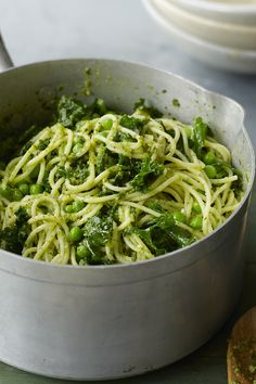Eat pasta pesto hot or cold for a delicious budget lunch and add any veg or leftover meat you have in the house. Easy Pasta Recipes, Spinach Recipes, Easy Meals, Cooking Recipes, Healthy Recipes, Pesto Pasta, Lunch On A Budget, Work Meals, Mediterranean Recipes
