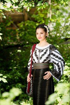 andreea chisalita - Căutare Google Moldova, Romania, Russia, Beautiful Women, Culture, Costumes, Popular, Traditional, Hair Styles