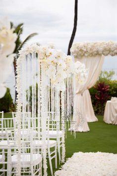 Gorgeous #white #floral #decor
