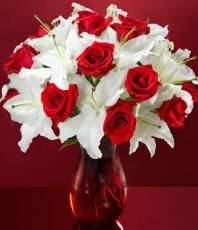 WHITE & RED CENTERPIECES